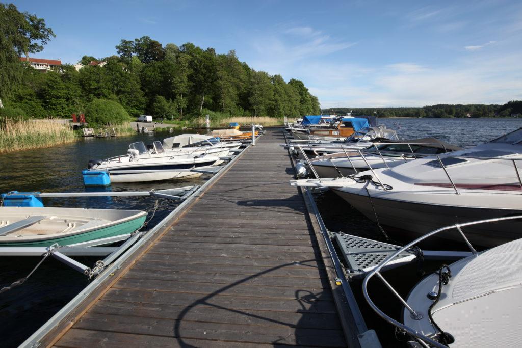 Norra bryggan i Tullingesjön - TSS din båtklubb i Tullinge & Mälaren