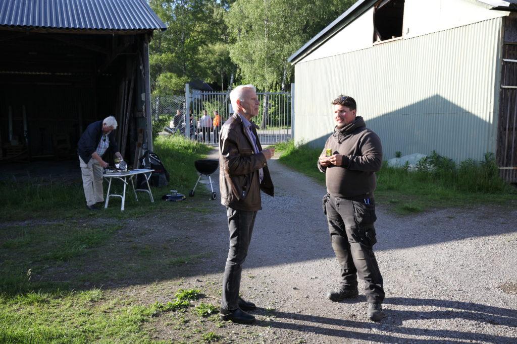 Korvgrillning och diskussioner på Slipen - TSS Båtklubb
