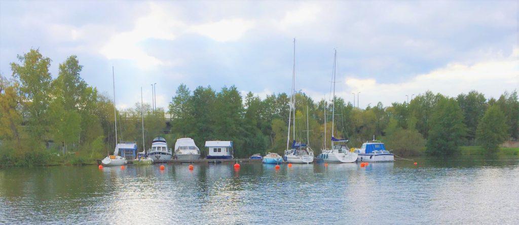 Bryggan i Vårby (Huddinge) i Mälaren - TSS båtklubb