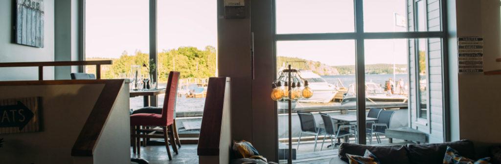 Restaurang Jungfrusund vid Vårbyfjärden, nära vår brygga vid Vårby - TSS Båtklubb