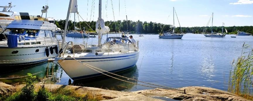 Segelbåtar vid Stendörren nära Piparholmen - Tullinge Segel Sällskap - båtklubb