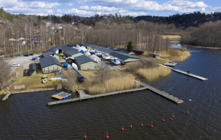 Slipenområdet och Slipenbryggan - TSS - Båtklubben i Tullinge